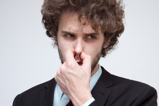 鼻をふさぐ